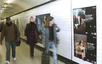 伦敦地铁展出唐诗 采用中国书法配英文翻译