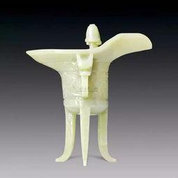 斝斝(jiǎ):玉爵的一类,三足,一鋬(耳),两柱,圆口呈喇叭形,意思是饮酒时不忘戒喧闹.