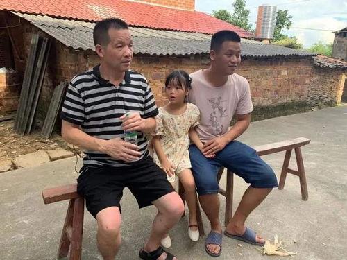 张玉环在江西进贤老家接受记者.