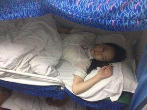 火车位置不要随便选,女孩睡下铺容易吃亏