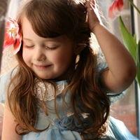 国外小女孩卖萌图片 可爱qq超萌小女孩头像