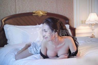 干露露拍床上写真大秀事业线 将和陈冠希合作 泰有趣论坛