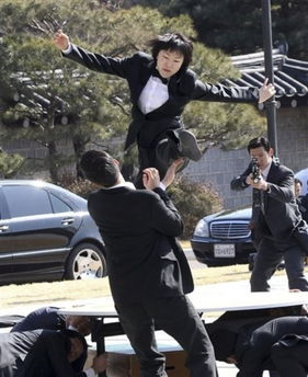 图为朴槿惠的青瓦台贴身警卫