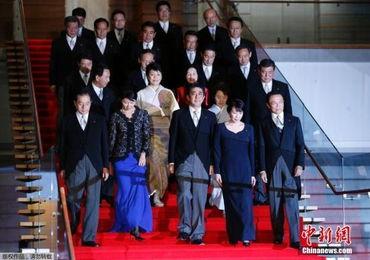 日本首相安倍晋三3日分别实施执政党自民党高层人事调整和内阁改组.