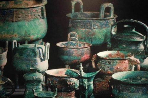 20年来,雷毓祺及他的小组拣选出的文物有3200多件,总重50多吨.