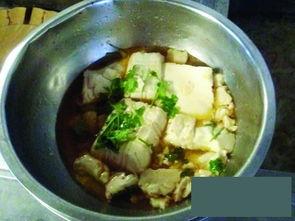 金汉斯肉菜变质猛加调料去味 吃剩糕点再上桌