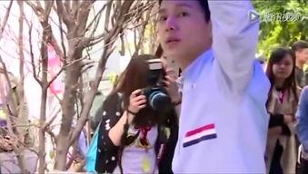 黄磊何炅合开科技公司拍合影谎报身高