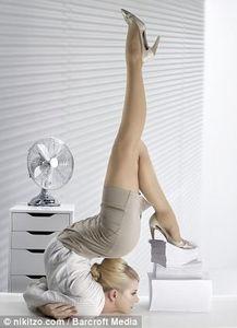 一字马 弱爆了 俄美女柔术大师办公室另类照 1 科技频道 光明网