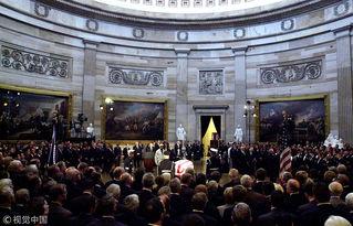 老布什遗体安放国会大厦供瞻仰,特朗普将签法案延迟政府关门