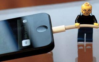 手机充电槽坏了小妙招(小米2的数据线插到手)
