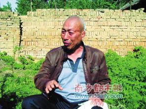 回到家乡,提起11年冤狱和当年遭受的刑讯逼供,赵作海仍忍不住痛哭.
