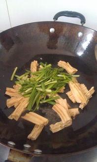 腐竹木韭菜的家常做法