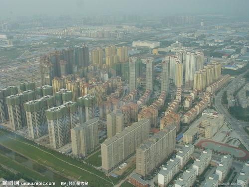 中原福塔下的建筑图片