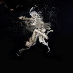 水中女人的梦幻与柔美