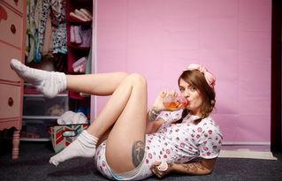 美女幼年曾遭性侵 为安全感穿尿布过生活