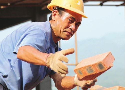 农民工:追讨工资1.44亿元在全省统一开展了保障农民工工资支付工作专项行动,期间为1.07万名农民工追讨工资1.44亿元劳动者:追发工资待遇8.29亿元失业保险创新发展费率水平降至1%,预计全年为用人单位和职工减负8.8