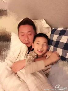 林大竣搂爸爸赖床不起林永健幸福就这么简单