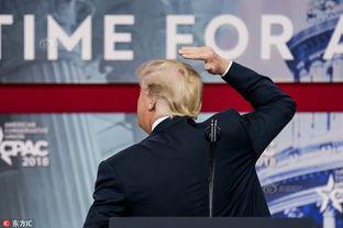 演讲前一分钟,特朗普突然撩拨头发