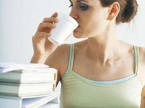 睡前喝牛奶的利弊(每天在睡觉前两个小时)