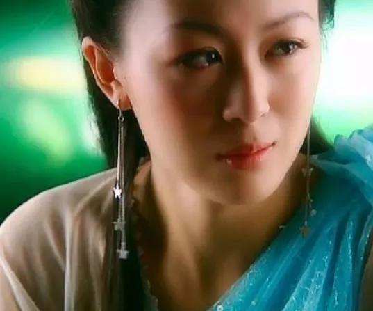 古装剧中似哭未哭的女星,唐宁灵动,贾静雯柔美,陈瑶很呆萌