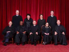 前排最左侧为大法官鲁斯.巴德.金斯伯格.