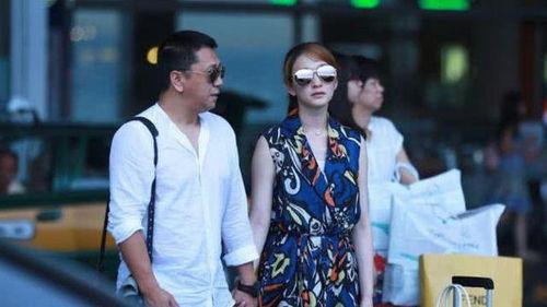 徐佳宁和李小冉是好朋友,李小冉谈过好几场恋爱,徐佳宁一直在身边默默守候着她。