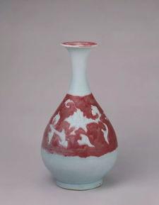 釉里红地白花暗刻牡丹纹玉壶春瓶,元