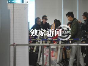 跑男邓超则担负着取行李的重任,期间邓超被不少旅客与工作人员认出.