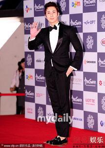 第17届釜山电影节开幕 汤唯流利英语主持大局