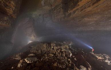 英国探险家环游世界寻找地球上最美洞穴