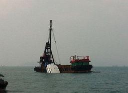 香港撞船事故 趸船固定沉没船只搜救