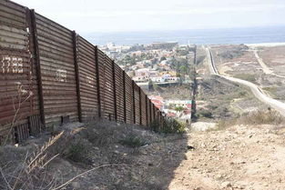 美国墨西哥边境的真实影像,一墙之隔两个世界