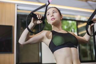 不怕累坚持健身的女人