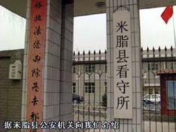 杨东山的妻子介绍说,杨东山与山东艺术学院的老师是朋友,于是他们家就成了山东艺术学院的写生基地,杨东山一直负责接待,这项工作他已经做了十几年了,留长发很可能与这有关系.
