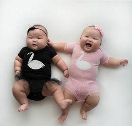 新加坡双胞胎宝宝可爱造型萌翻网友 粉丝超14万 组图