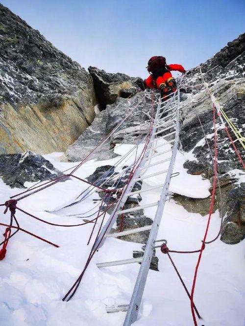 2020珠峰高程测量登山队在峰顶测量(来源:央视新闻)震撼!