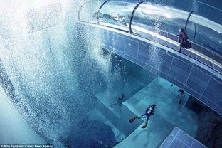 ...直接跳入40米深水池.-意大利世界最深泳池达40米 游泳爱好者体验 ...
