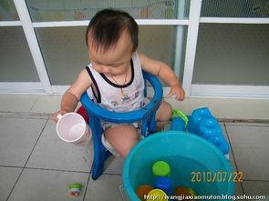 玩水的小孩儿