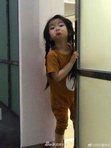 组图 行走的表情包 阿拉蕾穿卡通服搞怪卖萌可爱满分