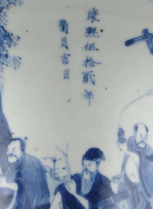 清康熙青花人物故事图凤尾尊局部凤尾尊是从青铜器觚演变而来,是康熙期生产最多的花瓶式样,因