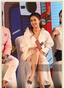 张小斐贾玲同台秀腿,无可比性,网友这就是96斤与140斤的差别