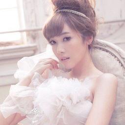 金泰妍或郑秀妍或林允儿坐着的白底图
