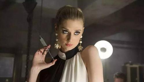 《了不起的盖茨比》《秘密特工》《夜班经理》多部热门电影/电视剧下来,澳洲美女、26岁的伊丽莎白.德比齐让人惊艳,190身高和复古又有气场的外形很亮眼.