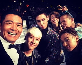 Bigbang秒变粉丝与周润发合影 表情逗趣搞怪
