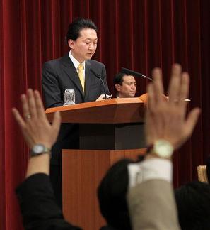 2010年3月26日,日本首相鸠山由纪夫当日下午在官邸举行记者会.