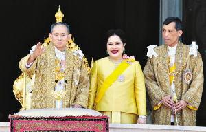 泰国国王普密蓬逝世继承人是谁,泰国国王普密蓬去世最新消息图2