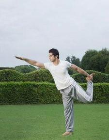 男人的跑步和瑜伽