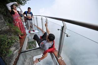 盘龙崖玻璃栈道是张家界天门山景区内的第三条玻璃栈道.