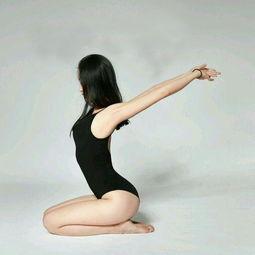 8个瑜伽体式瘦身又美体,让女人变得更柔软