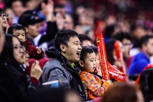 京城掀起冰球热潮球迷齐唱闪闪红星